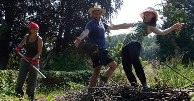 permaculture, workaway, wwoof, organic farm, wwoofers, voluntourists, workawayers