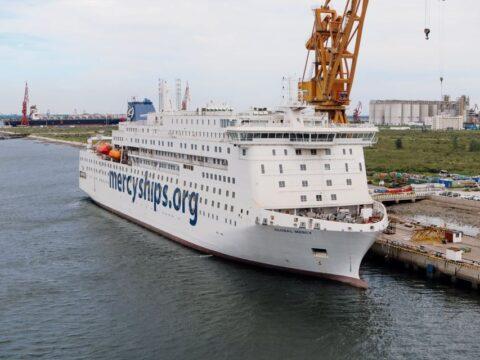 ship, mercy, solidarity, volunteer abroad, volunteer program, voluntouring, voluntourism, projects, sailing, adventure, team