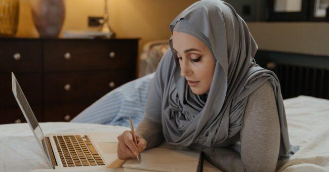 volunteering, volunteer, webinar, online, laptop, burka, woman, decolonize, bed, px, pex, pix
